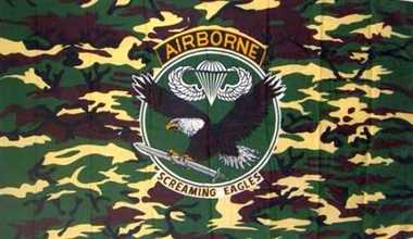 """Airborne Camouflage """"Screaming Eagle"""" Flagge 90x150 cm"""