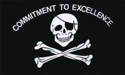 Pirat - Commitment to Excellence Flagge 90x150 cm